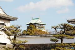 ちょっぴり覗く大阪城天守閣