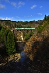 晴天の滝谷川橋梁