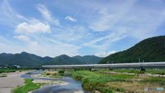 夏空新幹線、西へ