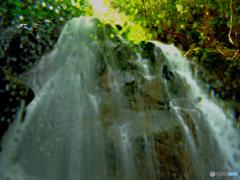 鶏鳴の滝 正面直下アタック中