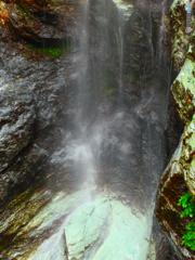 背龍の滝 橋梁直下の段部
