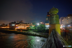 夜の三条河原