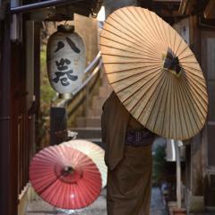 赤いトラクターが似合う男は和傘も似合う!