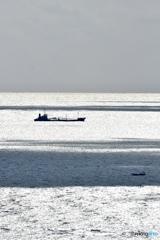 貨物船と漁船