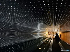 現代と過去をつなぐトンネル (ワシントンナショナルギャラリーの壁 2)
