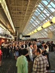 レセプション前に溢れるホワイエ(モントリオール国際会議場 3)