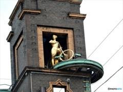 空中のサイクリング  (コペンハーゲンの像たち 3)