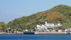 軍艦島クルーズ船から見た、カトリック神ノ島教会と、岬の聖母像