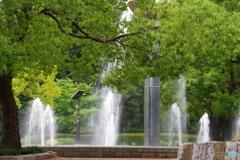新緑と噴水