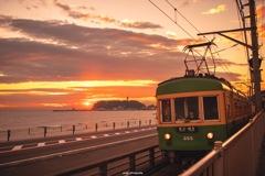 江ノ電に夕陽