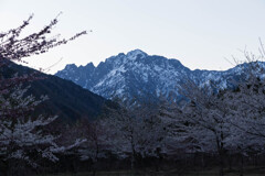 日の出前の剣岳