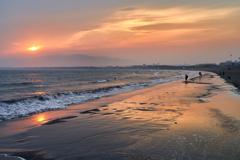 夕暮れの片瀬海岸