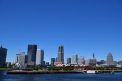 青空と摩天楼と