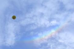 虹とバルーン