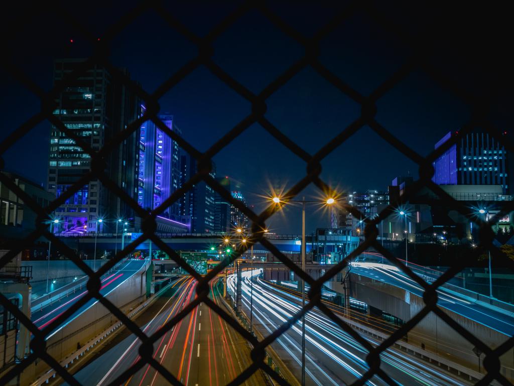 フェンス越し夜景