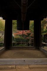 報国寺の鐘と紅葉