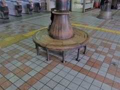ある駅のベンチ 2