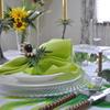 爽やかな黄緑のテーブル
