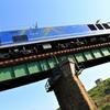 鉄橋を通過する貨物機関車