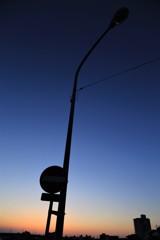 まだ街灯は点灯せず