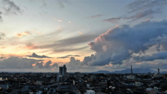 日没間近の空
