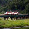 鉄橋を渡る三鉄車両