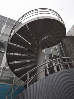 巴のような螺旋階段