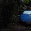 とある古びたアパートにある青いユーノス