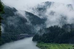 山霧と川霧に包まれた第1橋梁!