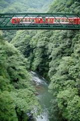新緑の出山橋梁!