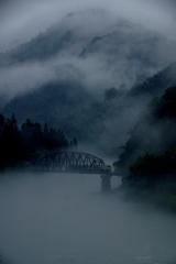 霧に浮かぶ不思議な世界!