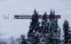 雪原の中の紅白キハ40・48!