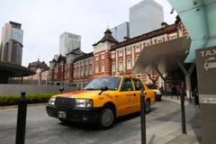 タクシーで行け!