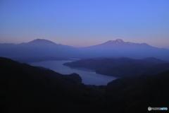 朝靄の名峰たち