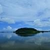 大きな池にある島