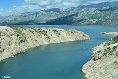 石灰岩の山と海