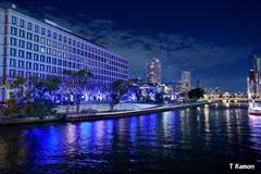 川面と大阪市役所