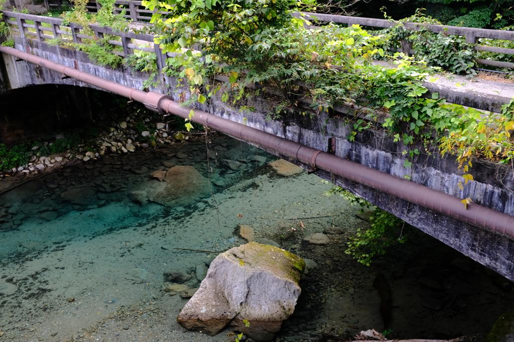 古びた  橋