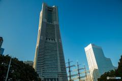 ランドマークタワーと日本丸。