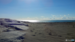 海と足跡…。