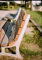 ベンチ横顔