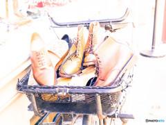Skoes in the basket