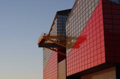 夕方のアートな建物