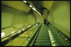 パリの地下鉄エレベーター