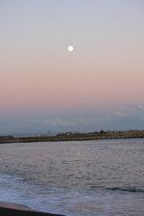夕焼け空の中秋の名月