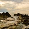 夕陽とリモコンレリーズが沈む海岸