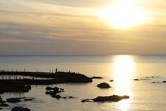 日本海夕日の丘公園から③ 夕日と釣り人