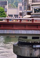 行く手を阻む橋
