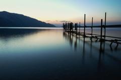支笏湖の夜明け