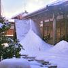 田舎寺の冬雪